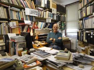 גדעון ארן במשרדו